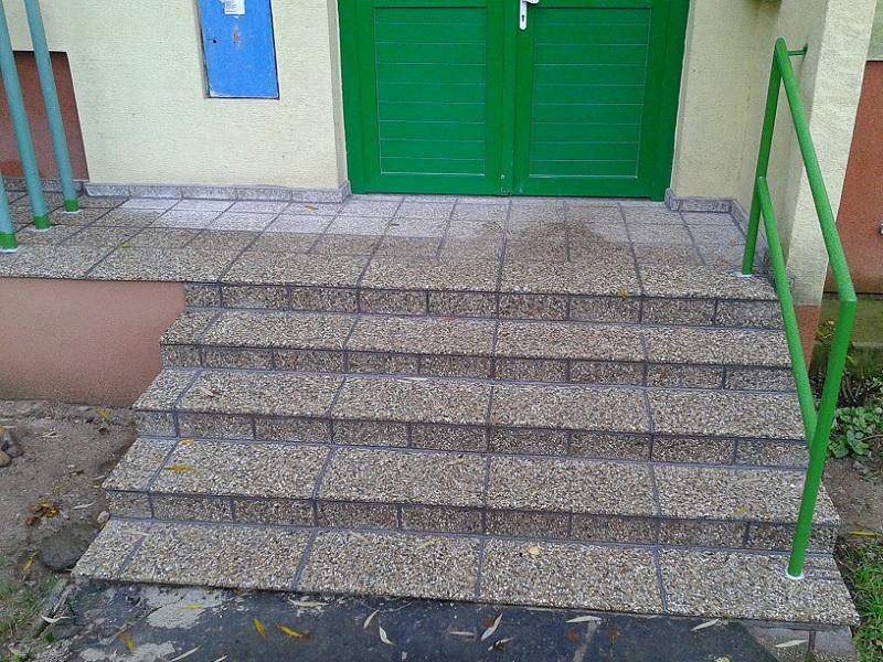 Kompletná revitalizácia vstupných schodov do bytového domu Dlhá ul. 30-36 Prievidza