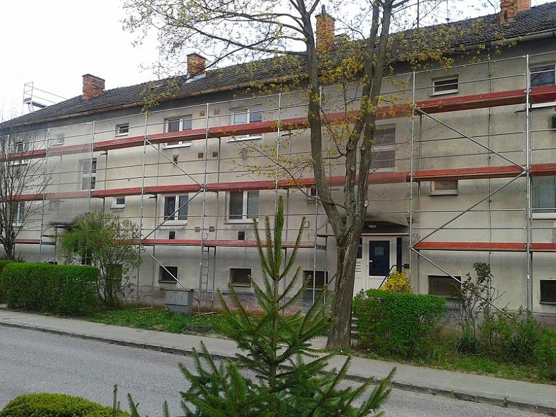 Prenájom lešenia pre kompletnú revitalizáciu bytového domu vNovákoch pre Content Plus s.r.o. Trenčín