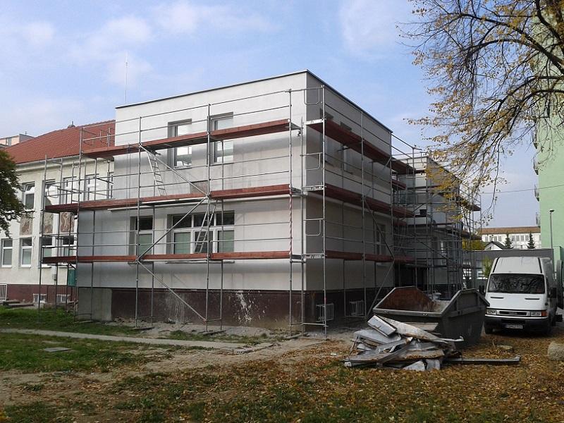 Prenájom lešenia zdravotné stredisko Manus Med Prievidza, pre Stavreko Hliník nad Hronom