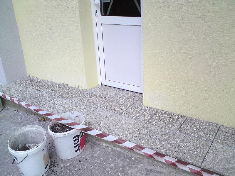 Revitalizácia schodiska  avstupu do bytového domu Nováky