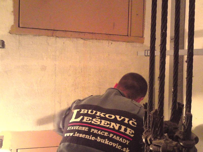 Výmena okien, oprava dilatácií, kmpletná oprava systémových chýb Prievidza Dlhá ul.