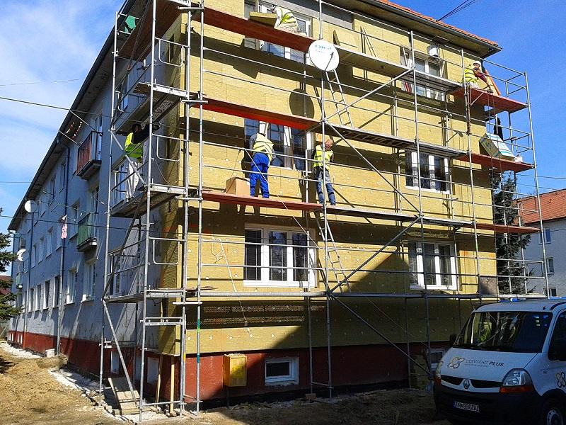 Zatepletnie bytového domu Nováky, prenájom lešenia pre Content Plus s.r.o. Trenčín